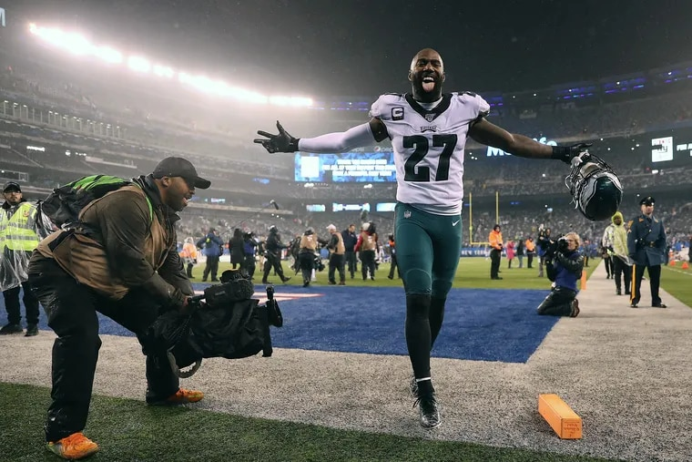 Safety Malcolm Jenkins celebrates after the Eagles' 34-17 win over the New York Giants at MetLife Stadium on Sunday.