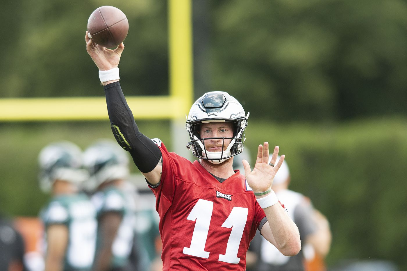 Eagles extend Carson Wentz, but the outcome, unlike the money, isn't guaranteed | Bob Ford