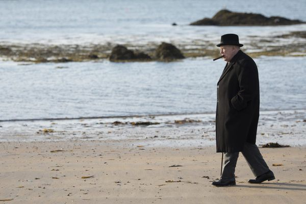 Brian Cox stars in an overly theatrical 'Churchill'