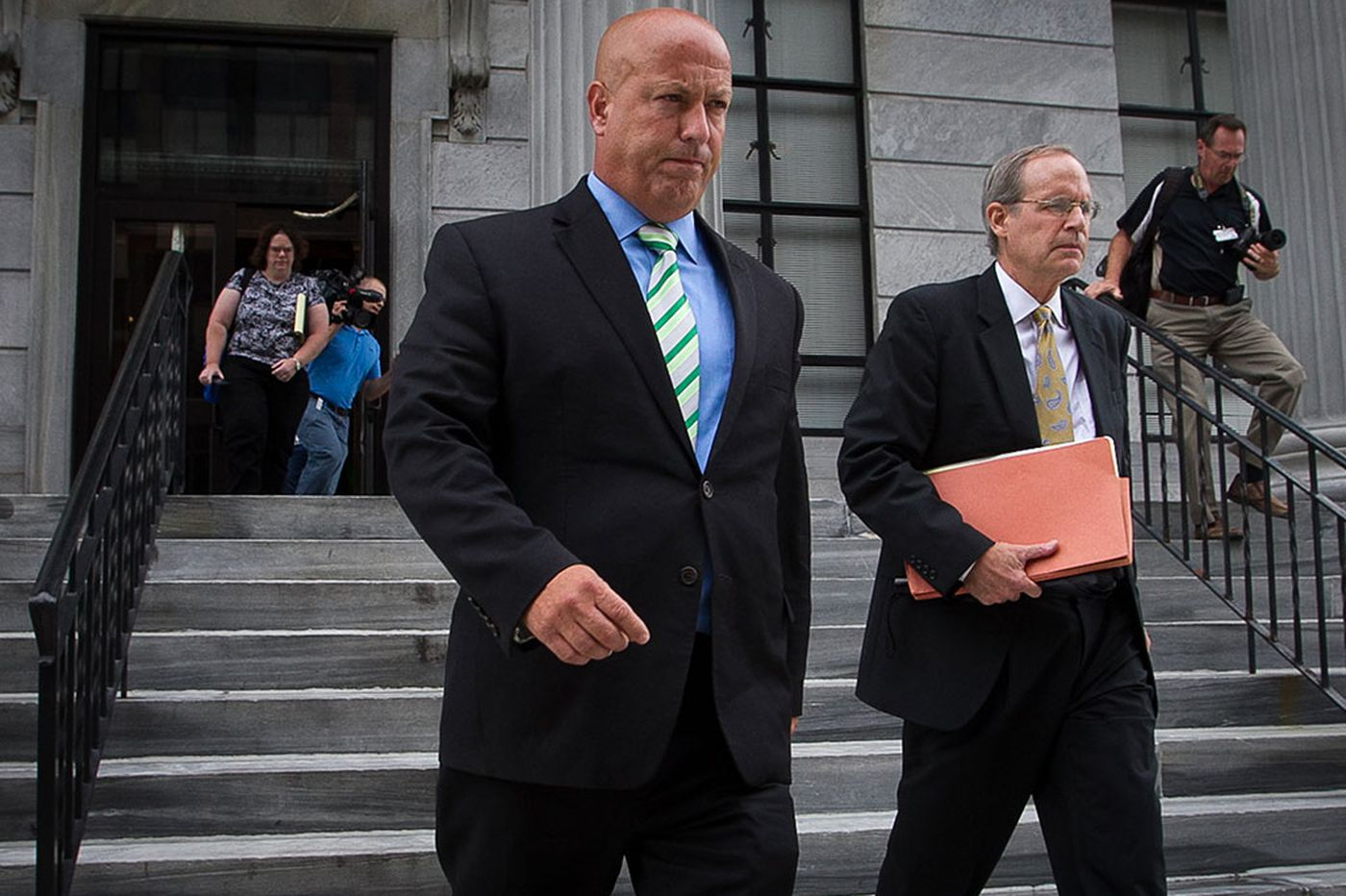 Despite criminal charges, top Kane aide to remain on job