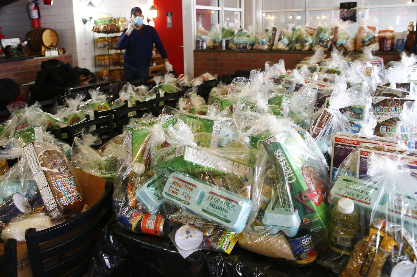 Restauranteros de South Philly distribuyen alimentos para satisfacer las necesidades culinarias de familias latinas