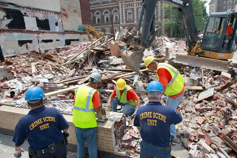 Demolition restarts at the site of this month's fatal building collapse at 22nd and Market Streets June 24, 2013. ( DAVID SWANSON / Staff Photographer )