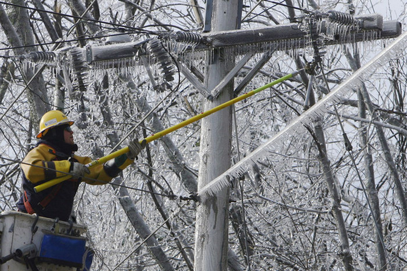 Ice storm, power failure cripple parts of New England
