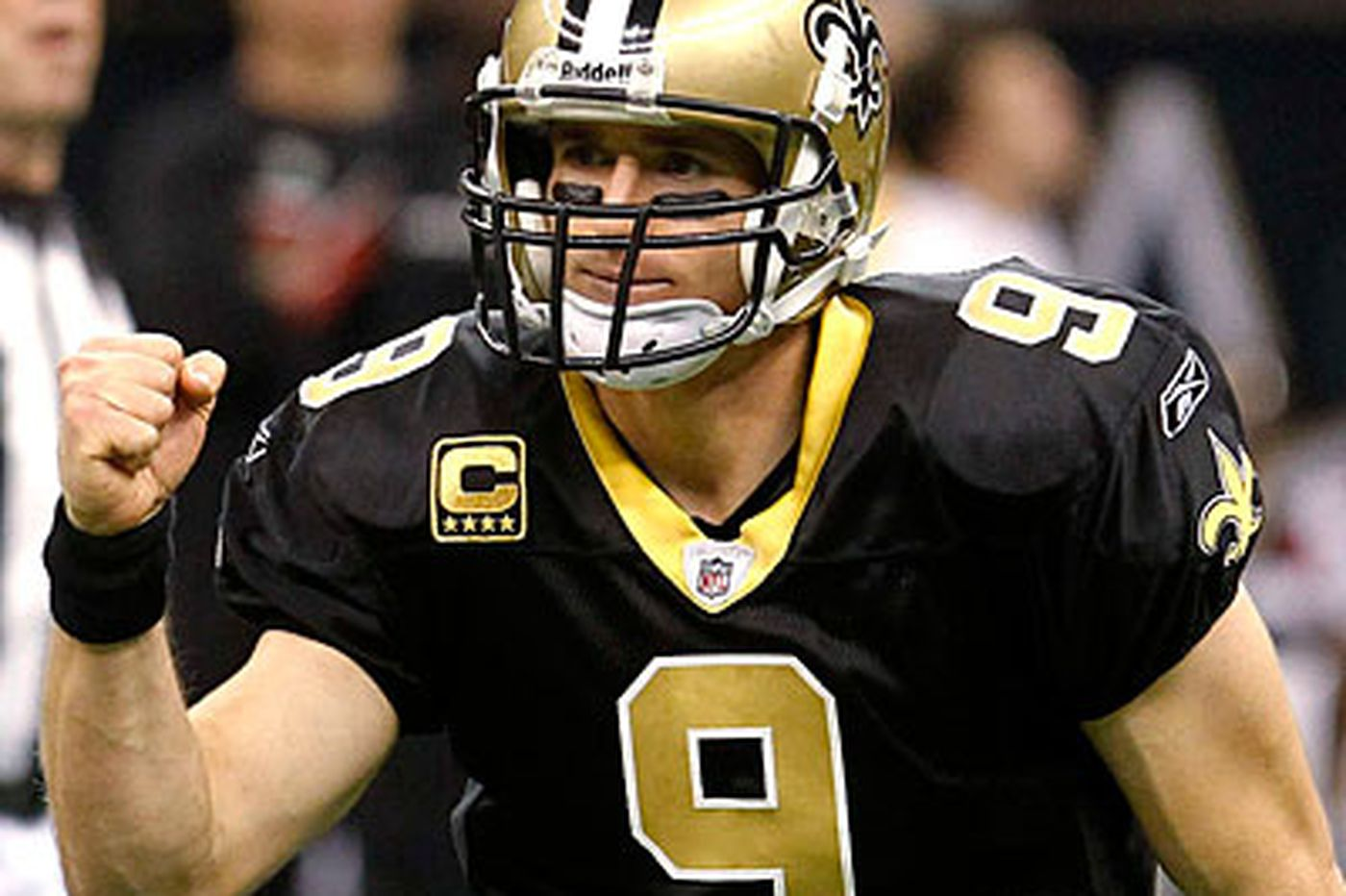 NFL: Brees sets NFL mark as Saints win division