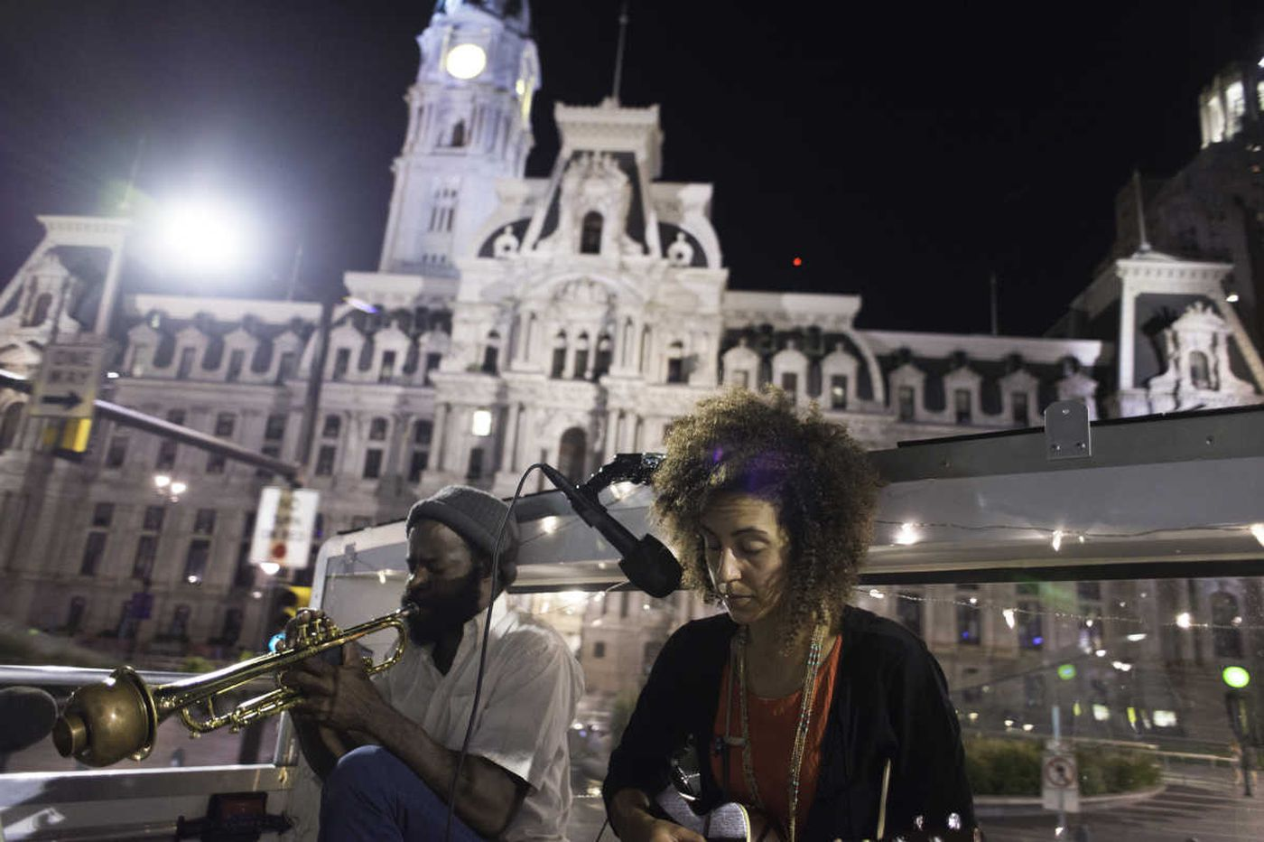 Tour Philly by bus with a soundtrack