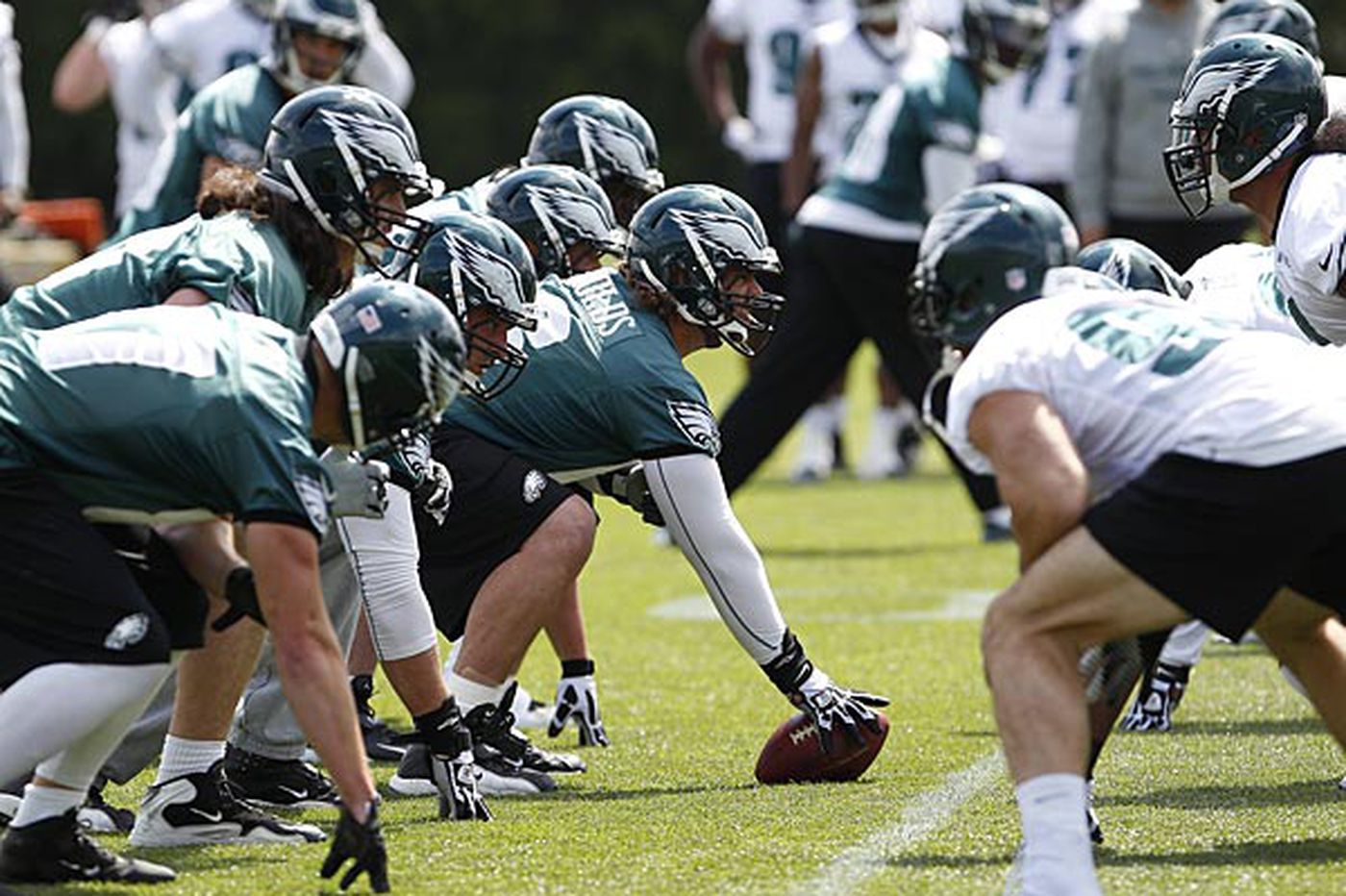 Cole, Graham try to adapt to new Eagles defense