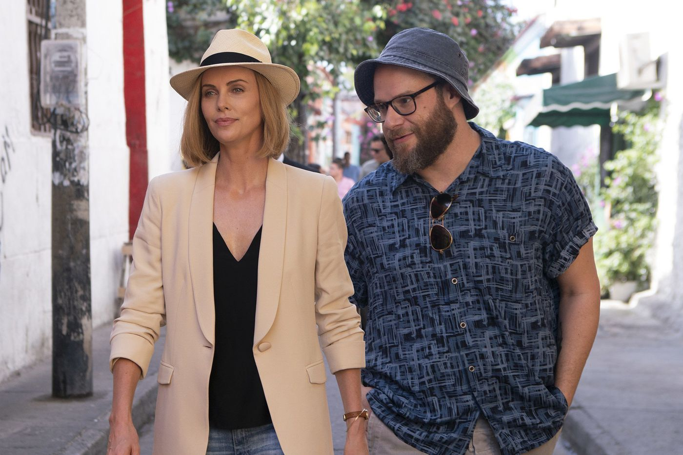 'Long Shot': An improbably funny movie about the improbably funny hookup between Charlize Theron and Seth Rogen