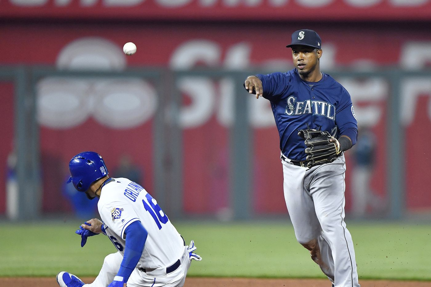 Reports: Phillies eyeing trade for Seattle shortstop Jean Segura