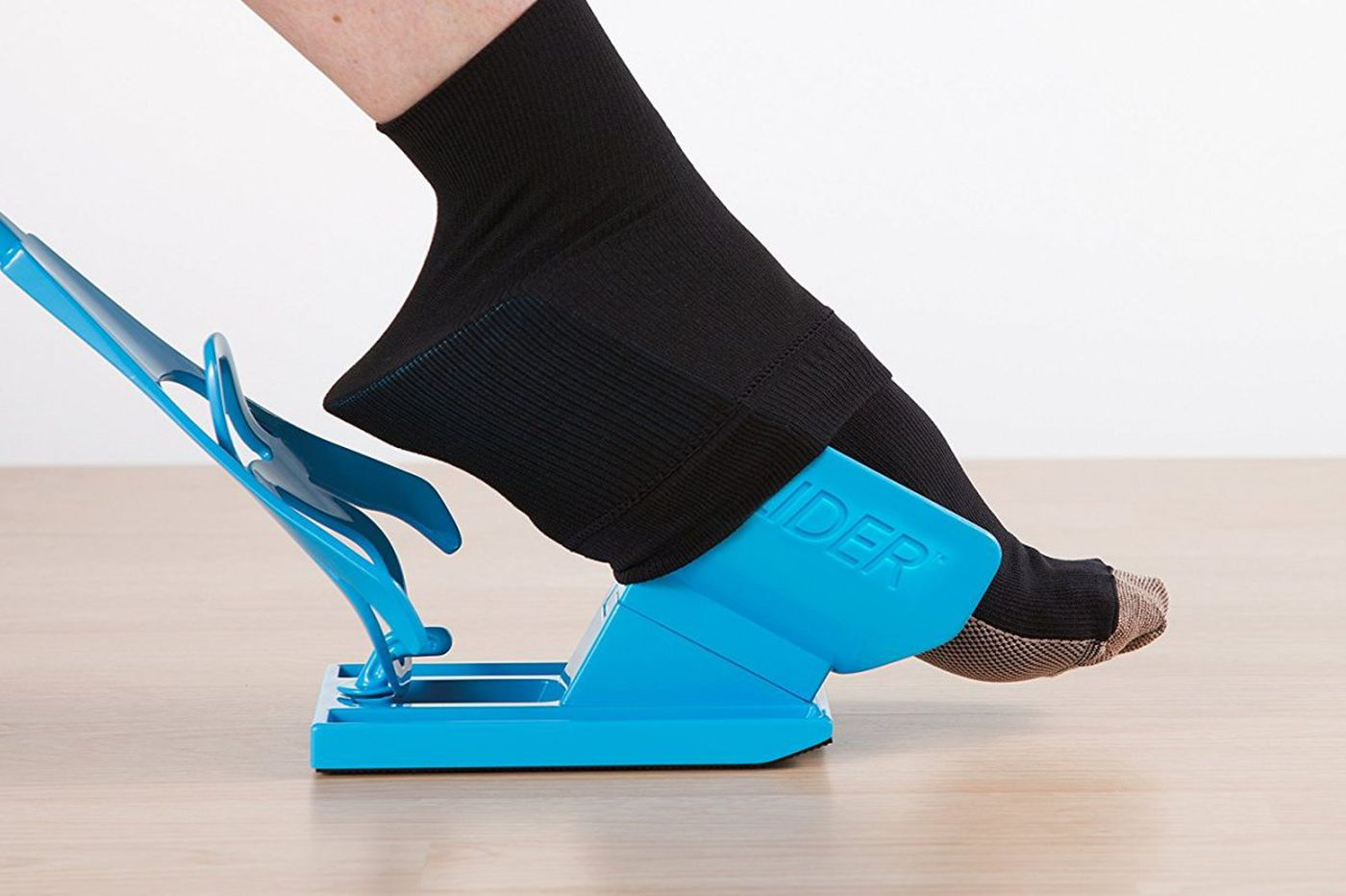 Lisa Scottoline: Devices let a lazy woman devise easier ways to get dressed