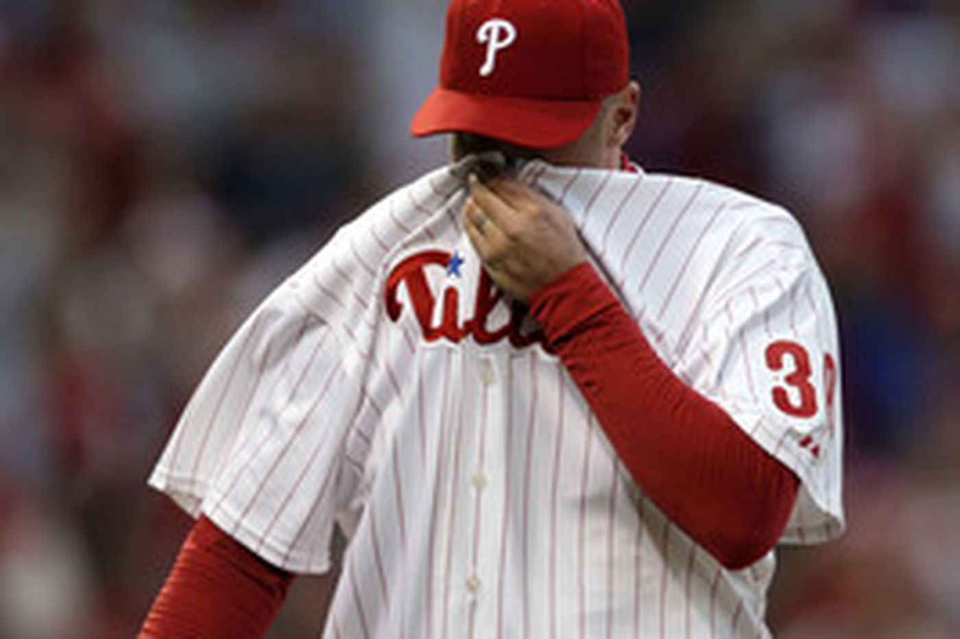 Victorino's grand slam secures Phillies victory in Game 2 of NLDS