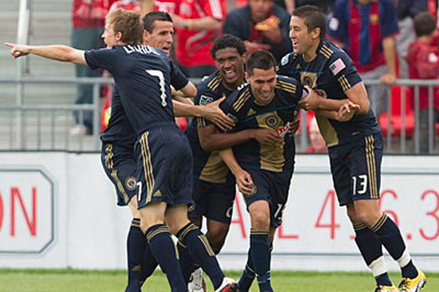 Union erupt for 6-2 victory