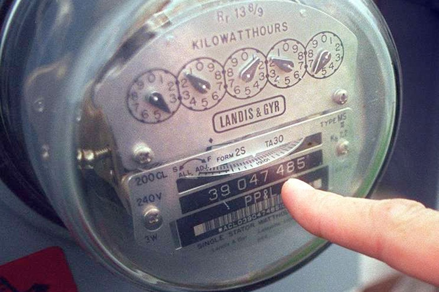 Electric utilities zap conserving customers by hiking fixed fees