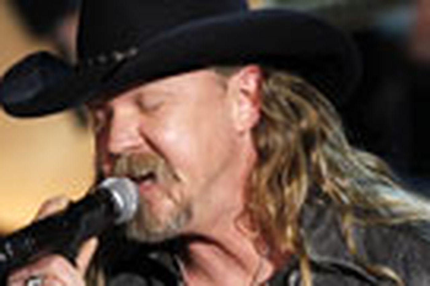 Sideshow: House of country star Trace Adkins burns