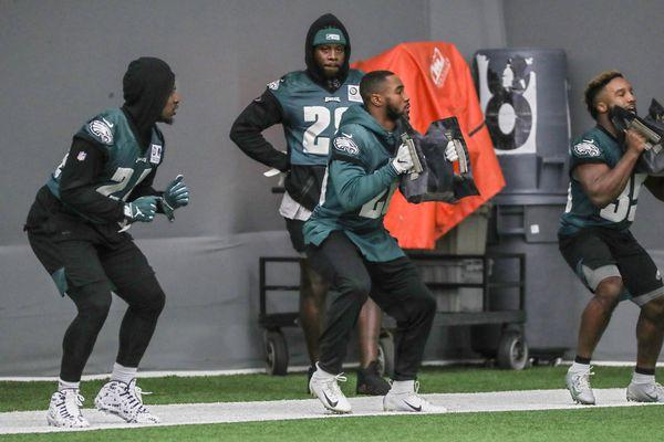 Eagles' Jordan Howard returns from shoulder injury, but will have lighter role against New York Giants