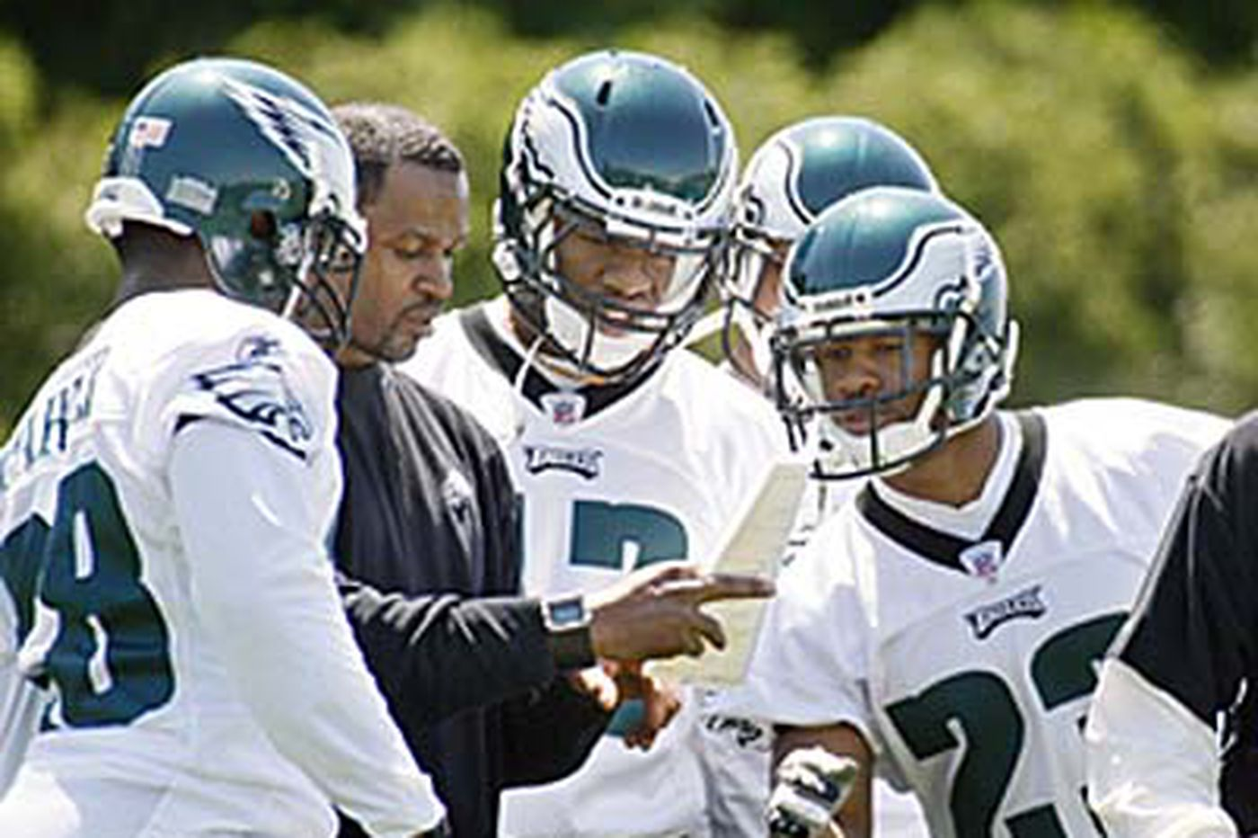 Eagles assistant coach Otis Smith no longer with team