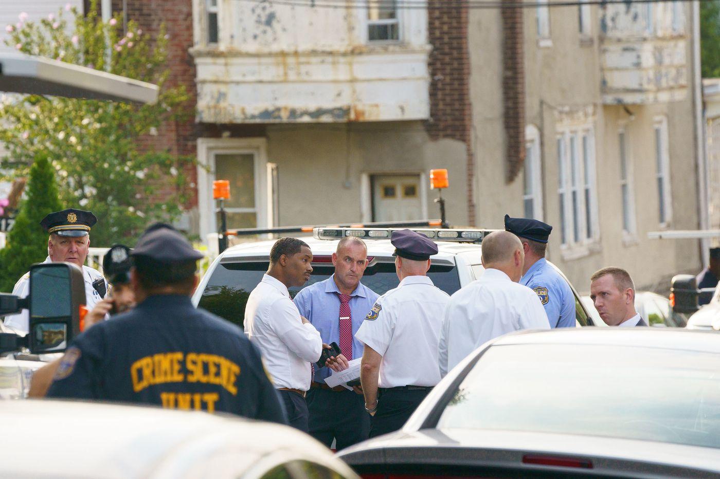 Philadelphia police officer shot in face serving warrant in Germantown
