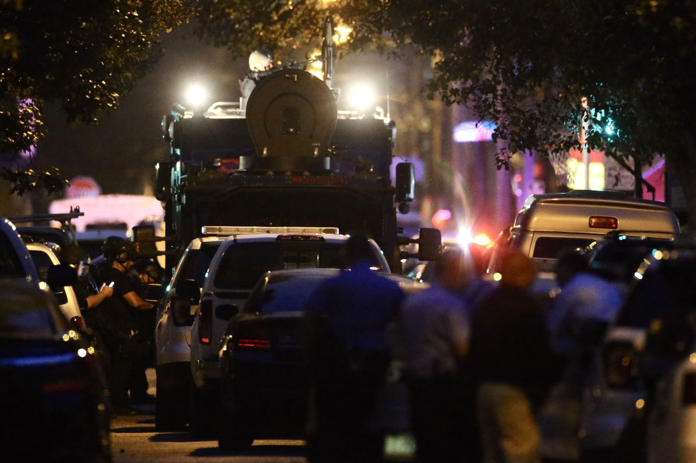 Philadelphia police involved in hours-long shootout and standoff that left 6 cops shot; suspect surrenders | Morning Newsletter