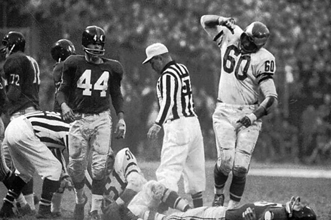 When Chuck Bednarik knocked out Frank Gifford