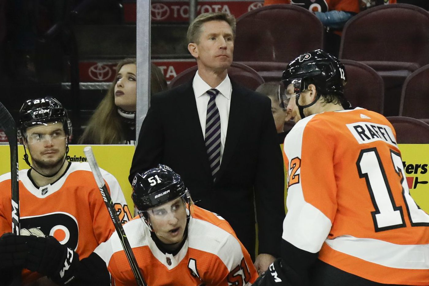 Flyers coach Dave Hakstol isn't going to scream just to satisfy you, and he shouldn't | Mike Sielski