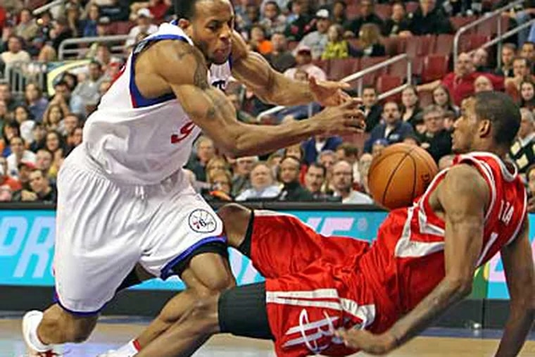 Sixers' Andre Iguodala is fouled by Rockets' Trevor Ariza during the  4th quarter.  Rockets win 96-91.  ( Steven M. Falk / Staff Photographer )