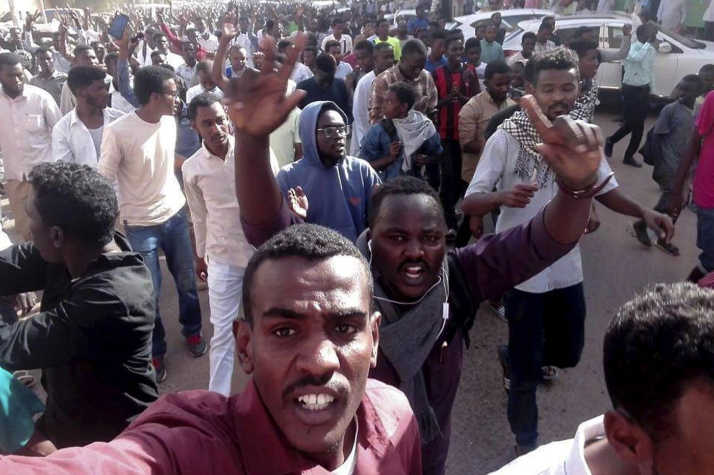 Protest hits Khartoum as police block march on palace