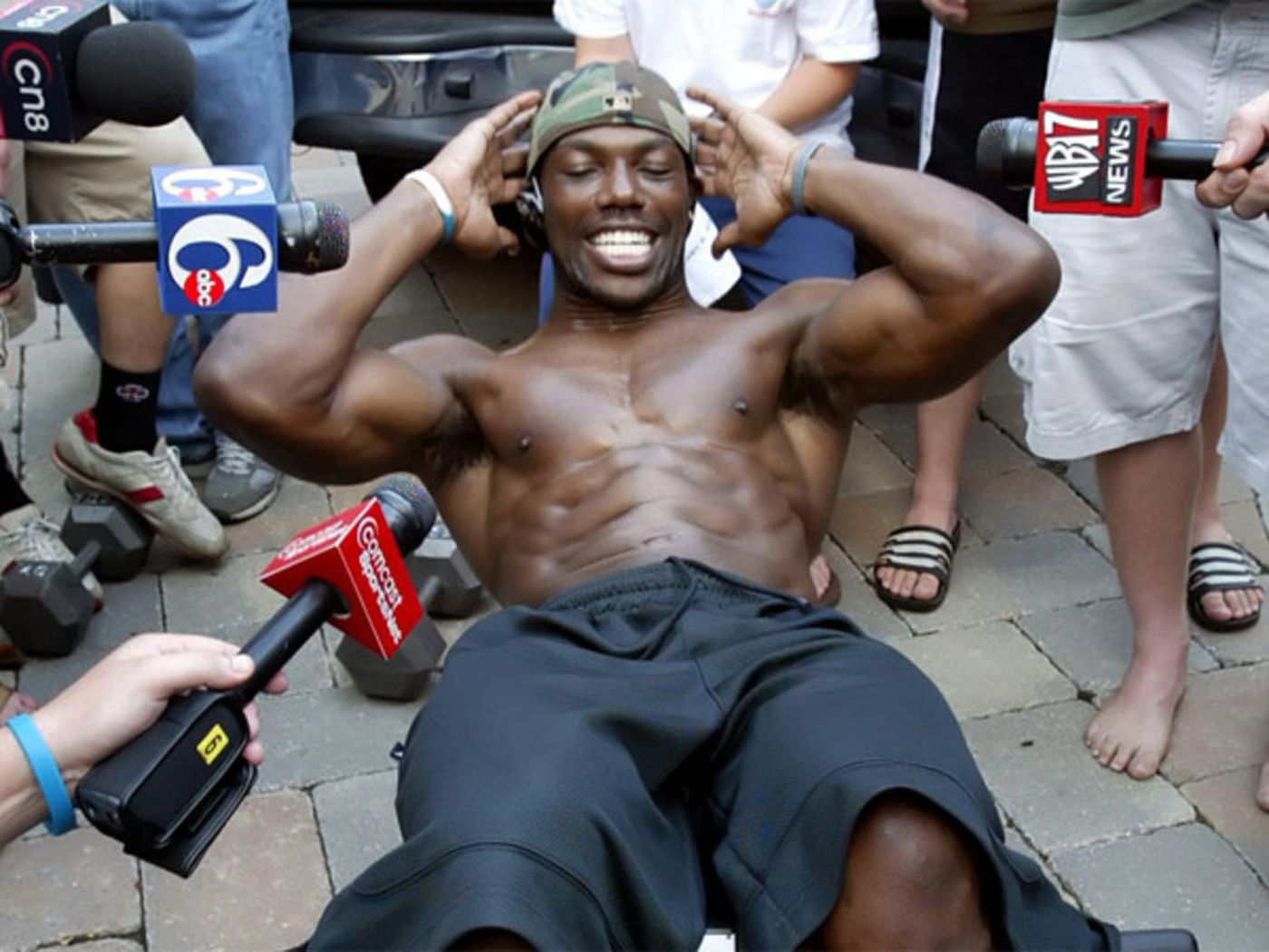 81e769d2df1bb Terrell Owens, banished from training camp for insubordination in 2005,  does sit-ups