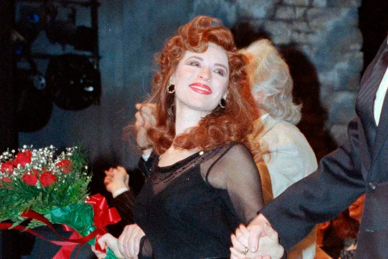 """FILE - This April 9, 1990 file photo shows actress Ann Crumb at the curtain call for the Andrew Lloyd Webber musical """"Aspects of Love"""" on opening night in New York. Crumb, a Tony Award-nominated actress who originated the role of Rose Vibert in """"Aspects of Love,"""" died, Thursday, Oct. 31, 2019 from ovarian cancer at her parent's home in Media, Pa. She was 69. (AP Photo/Ed Bailey, File)"""