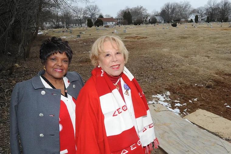 Geraldine Myles (left) and C. Gloria Akers at Pauline Oberdorfer Minor's grave site. (CLEM MURRAY / Staff Photographer)