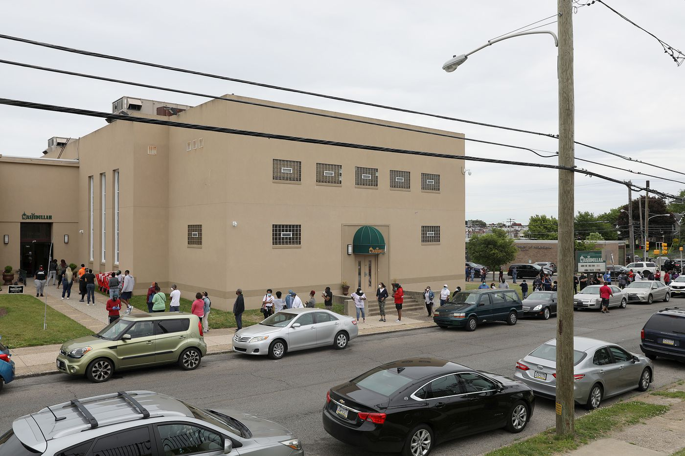 Polling locations in Northwest Philly got the wrong voting machines, causing confusion and long lines: 'It was a mess'