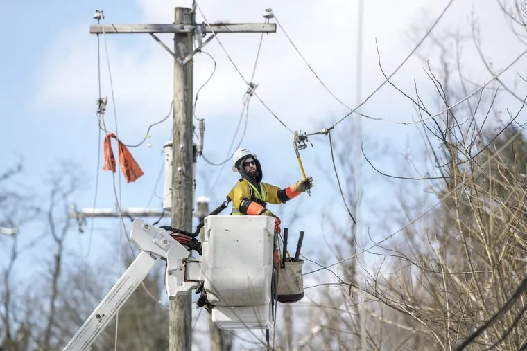 An electrician works on Peco's power lines during a storm-related outage earlier this month. Peco on Thursday filed for a rate increase that would go into effect on Jan. 1.