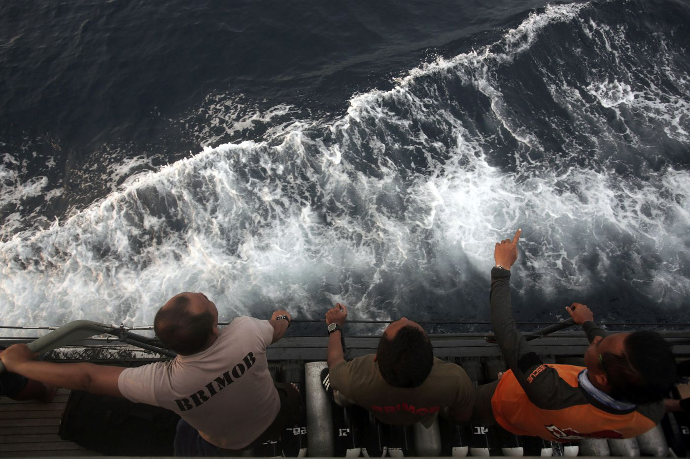 Lion Air crash: Signal from black box lost, searchers say