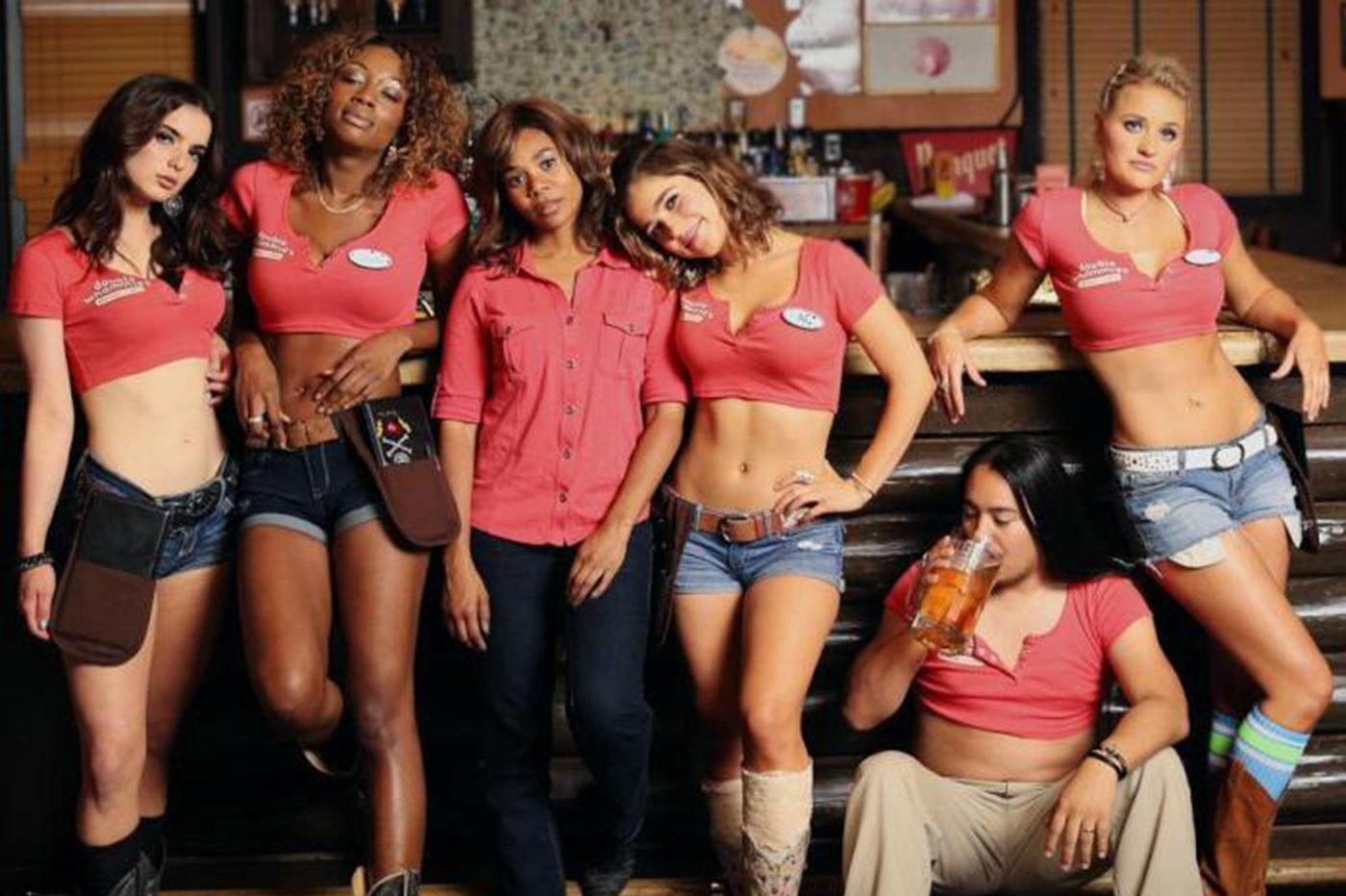 Thanks to Regina Hall, 'breastaurant' comedy 'Support the Girls' is a hoot
