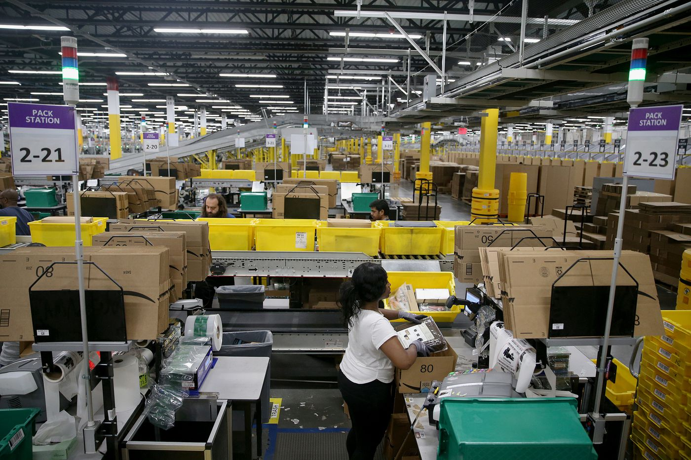 How humans and robots work side-by-side in Amazon fulfillment centers