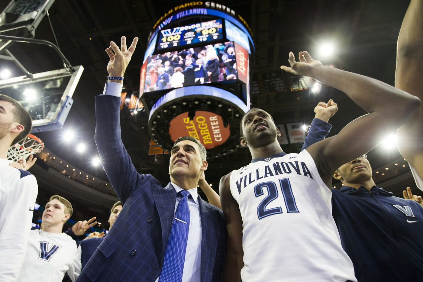 Jay Wright gets 400th win at Villanova as Cats hold off Marquette