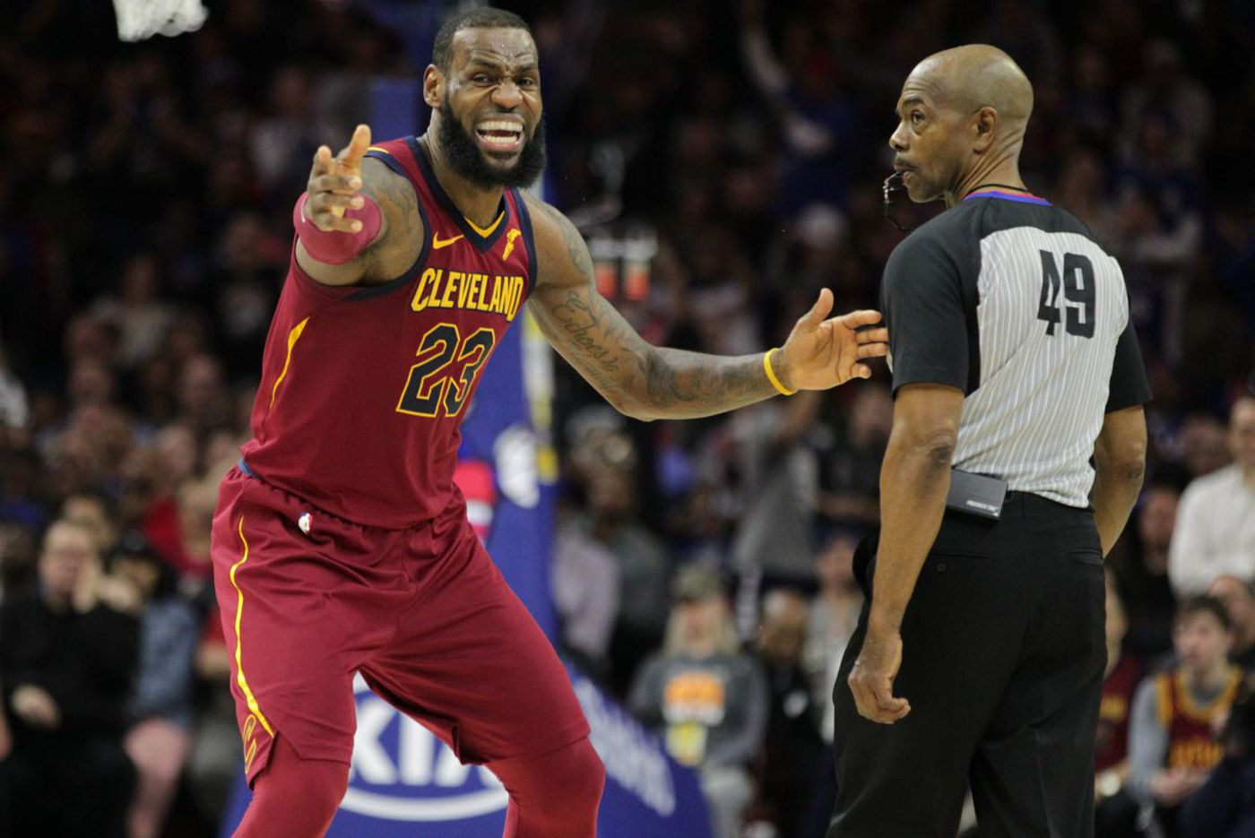 LeBron James reacts to Cavaliers' failed comeback against the Sixers