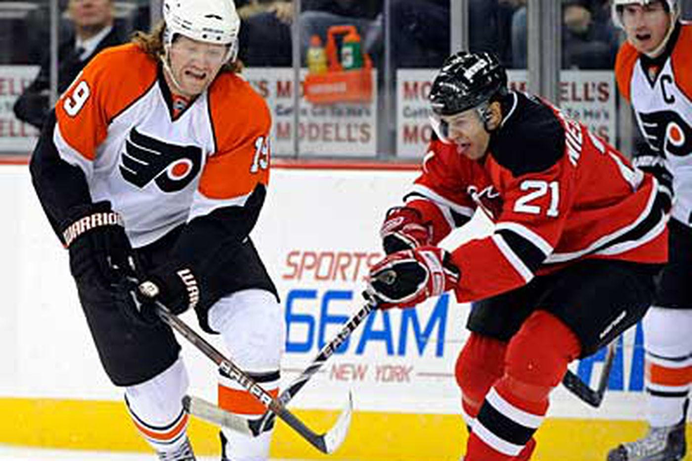 Flyers' Hartnell: 'We're only 25 or 30 games in'