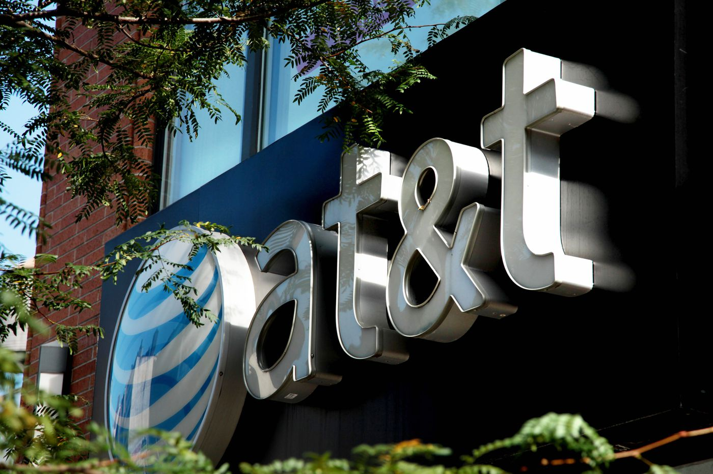 AT&T to stop sharing customers' location data on to third parties