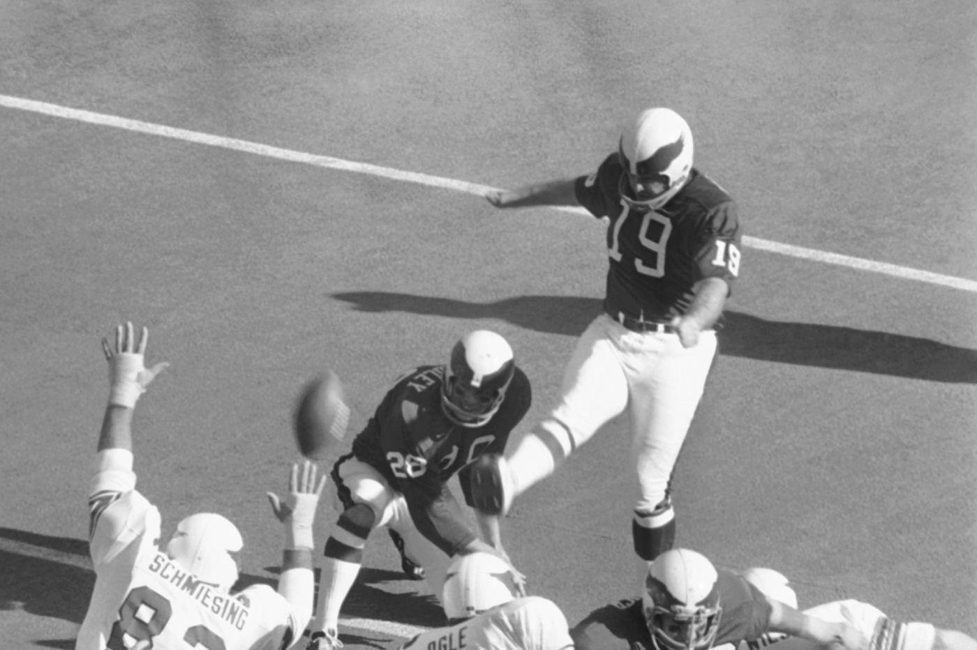 Former Eagles kicker Tom Dempsey dies of coronavirus at 73; set team and NFL field goal records