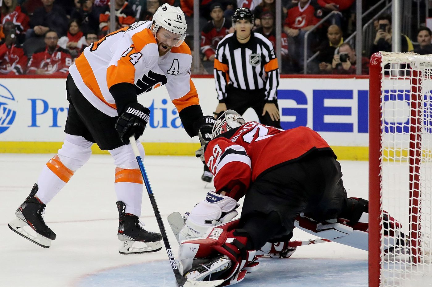Sean Couturier, Carter Hart shine in shootout as Flyers edge Devils, 4-3