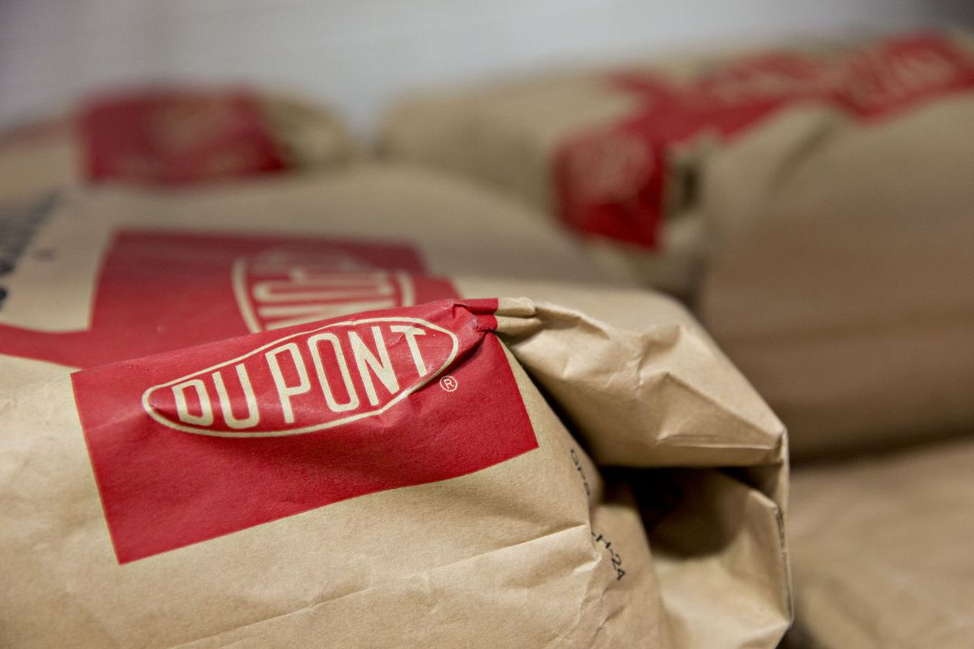 DowDuPont rebounds on stronger sales; names 3 spin-off boards