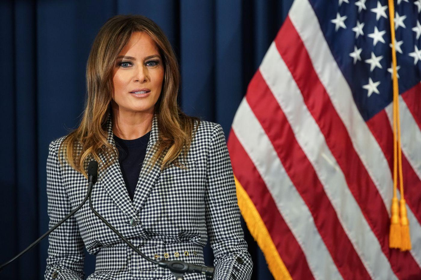 Smoke forces first lady Melania Trump's plane to turn around en route to Philadelphia