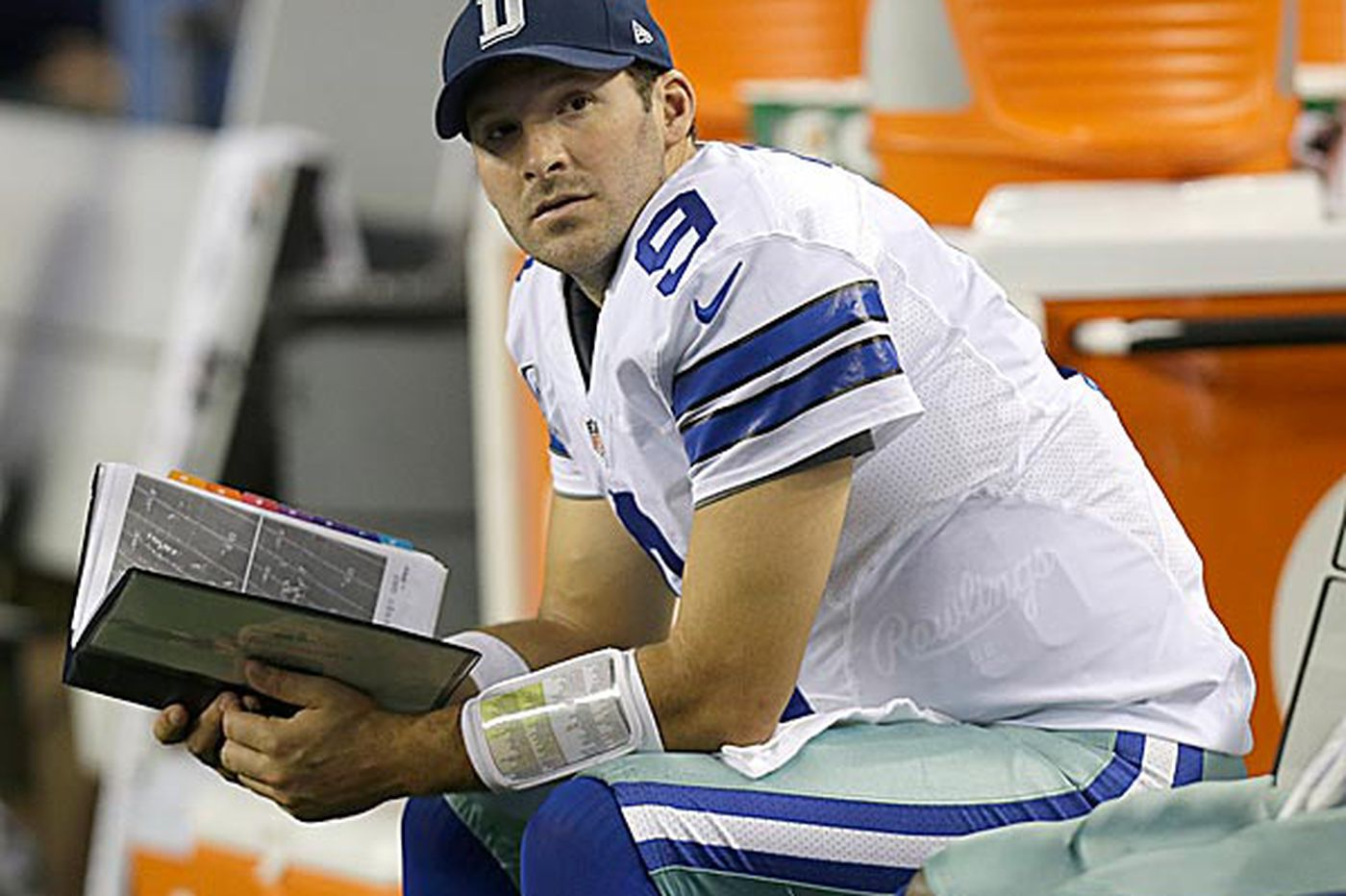 Romo status puts pressure on Eagles