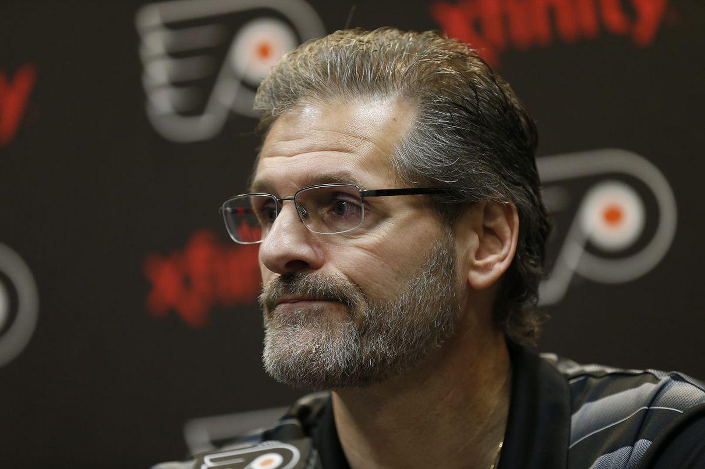 Flyers' trade deadline dilemma: Should Ron Hextall sell or buy?