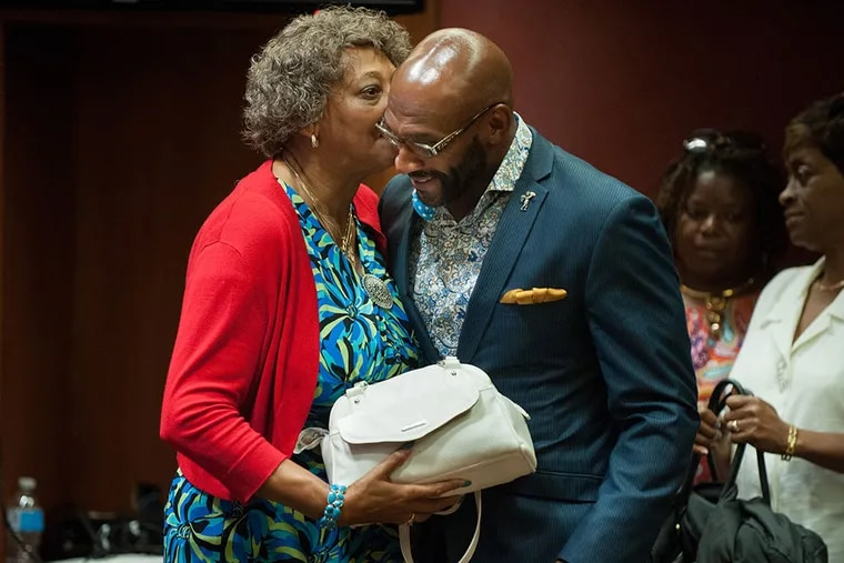 Former Eagles player Irving Fryar speaks with Allene McGhee, his mother and codefendant, during the mortgage fraud trial. They could face sentencing in October. (TRACIE VAN AUKEN / For The Inquirer)