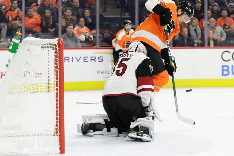 Flyers left winger James van Riemsdyk can't get the puck past Arizona Coyotes goaltender Darcy Kuemper during he second-period  Thursday at the Wells Fargo Center.