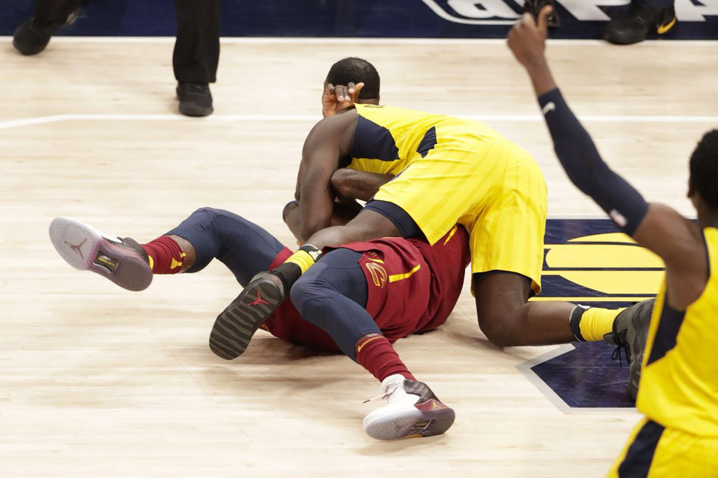 Ending to Cavaliers-Pacers game confused TNT analysts Chris Webber and Kenny Smith