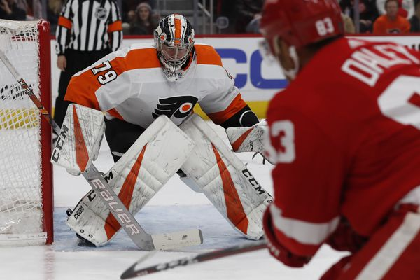 Sizzling Flyers sweep Red Wings as Carter Hart steals show