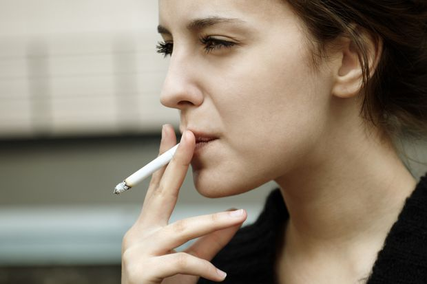 Smoking can damage eyesight by age 35, study suggests