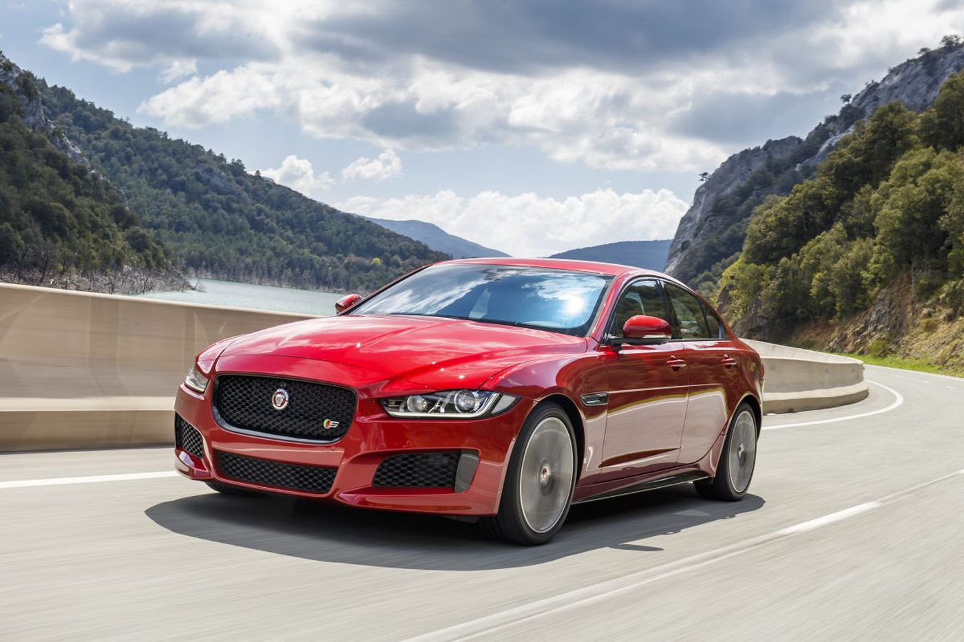 2017 Jaguar XE 20d RWD offers a delightful, fairly inexpensive ride