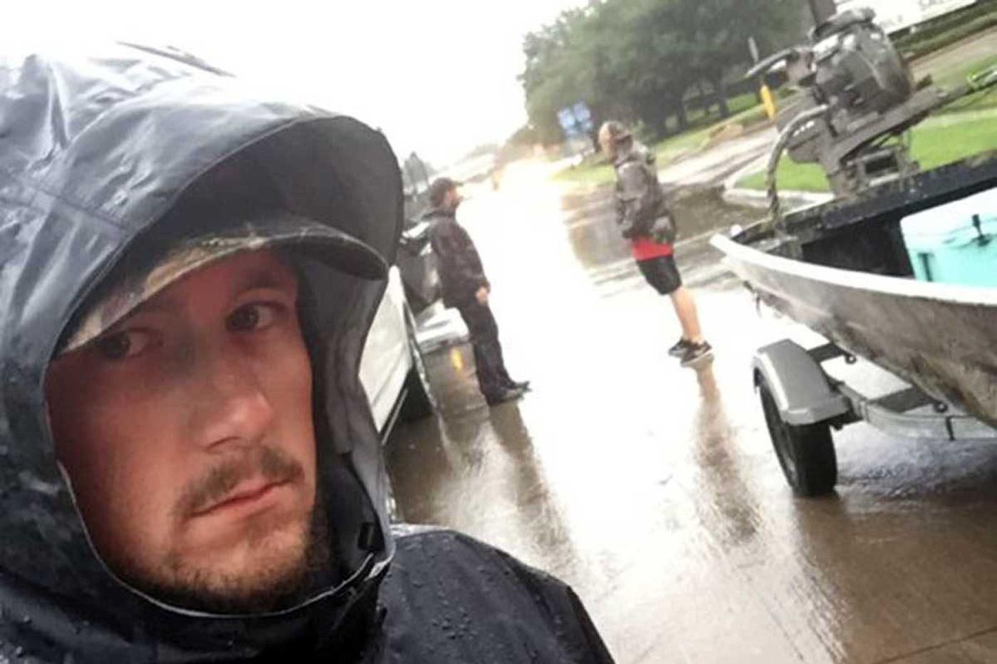 'Cajun Navy' races from Louisiana to Texas, using boats to pay it forward